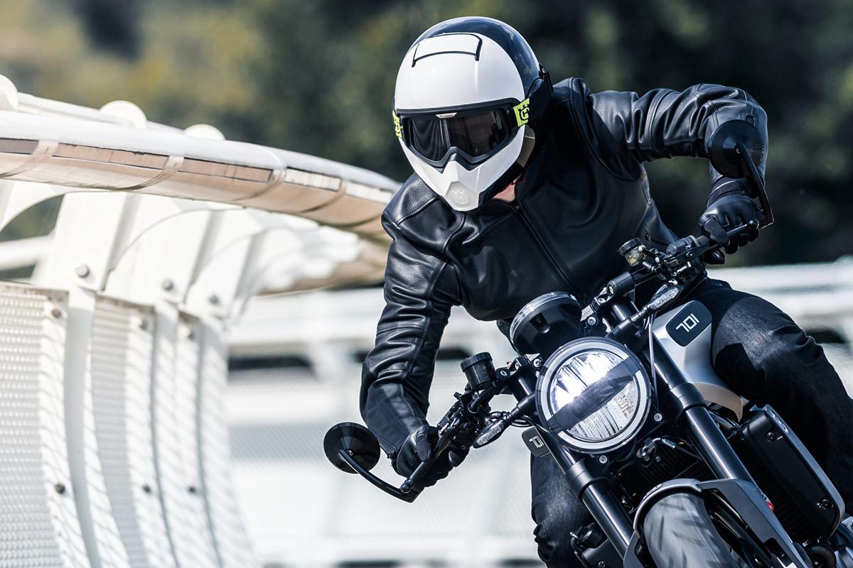 Husqvarna Vitpilen Motorcycle Helmet review