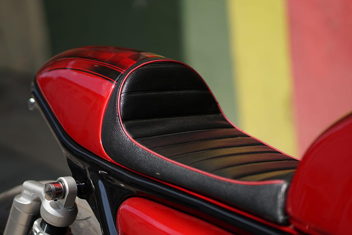 Honda cafe racer cb400 super four