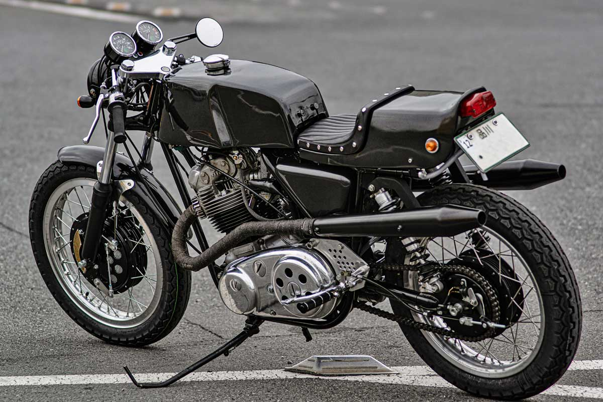 British Beat Norton Commando 850 Cafe Racer