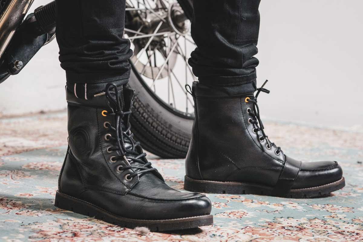 Moto Est revit boots