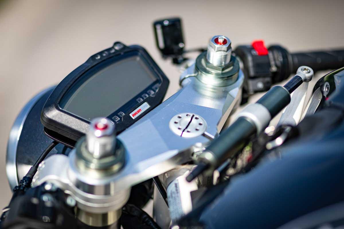 Moto Essence Ducati