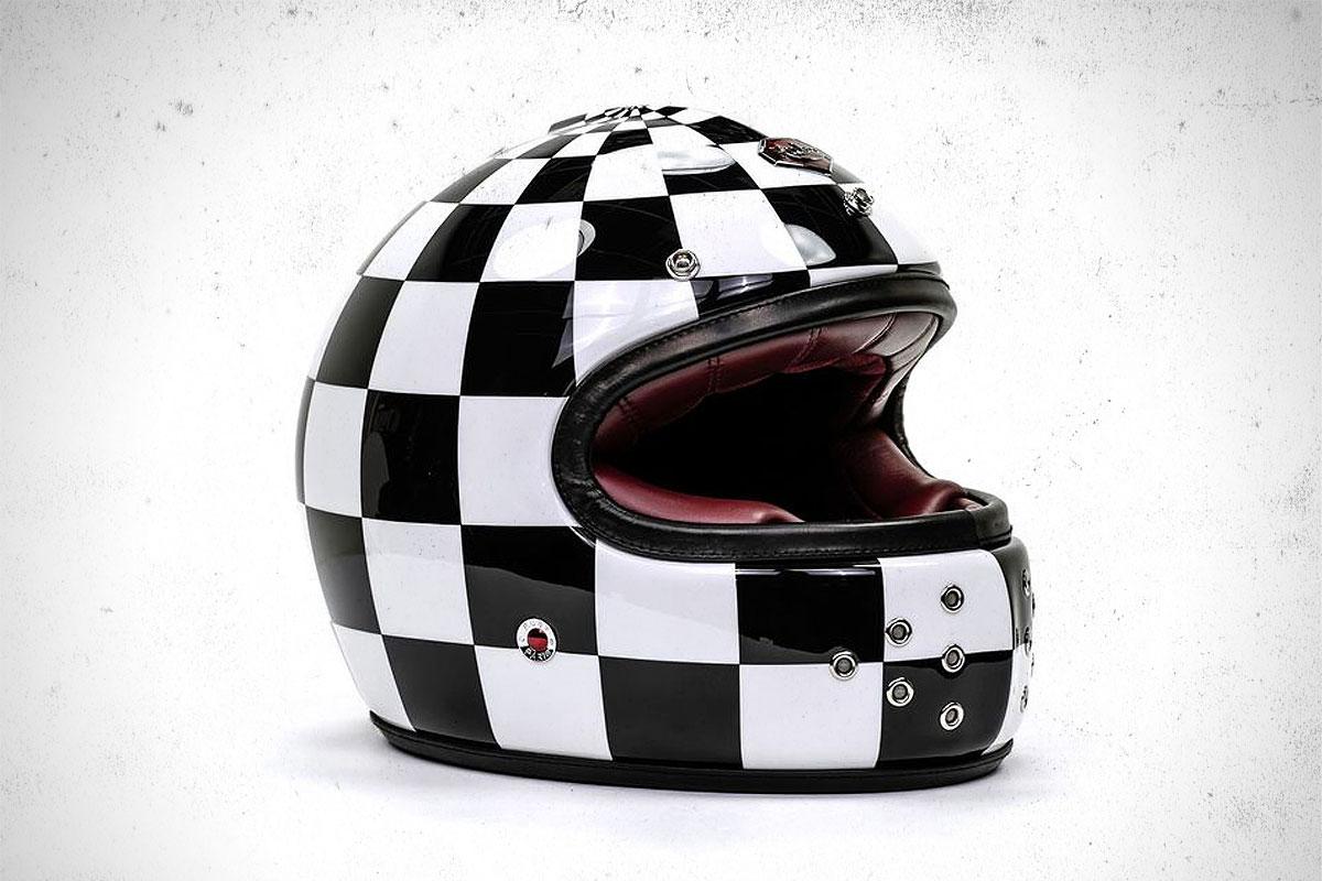 Ruby Castel Victoires helmet