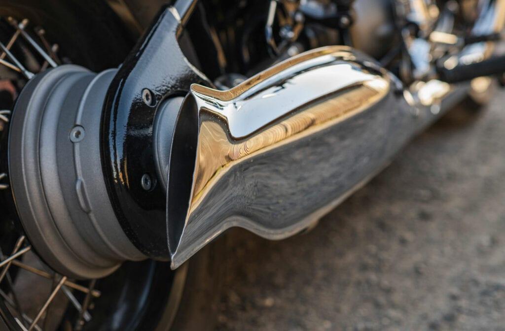 R18 fishtail exhaust