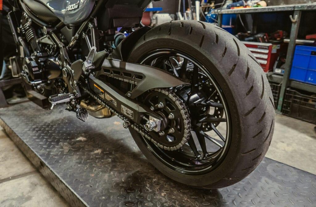 Kawasaki Z900RS tires