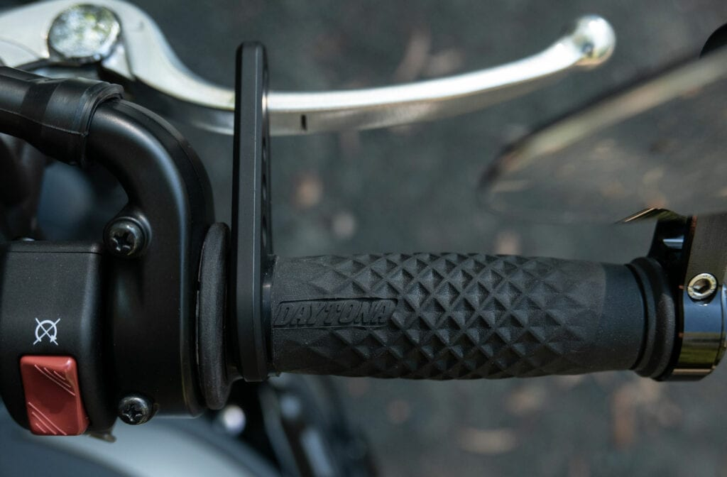 Motorcycle cruise control device