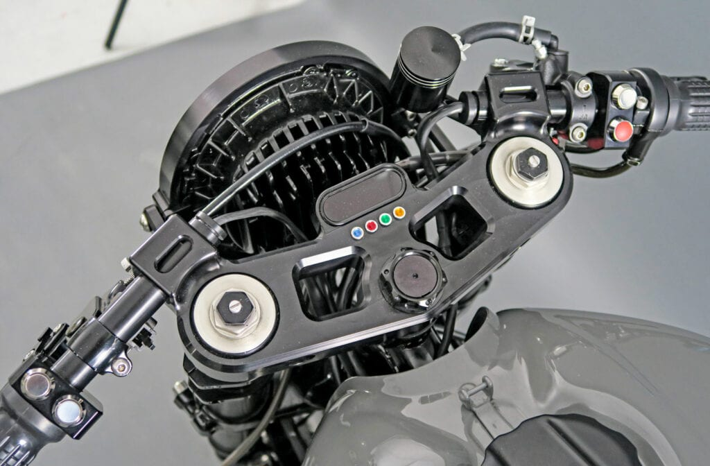 Motogadget speedo Cognito Moto triple tree