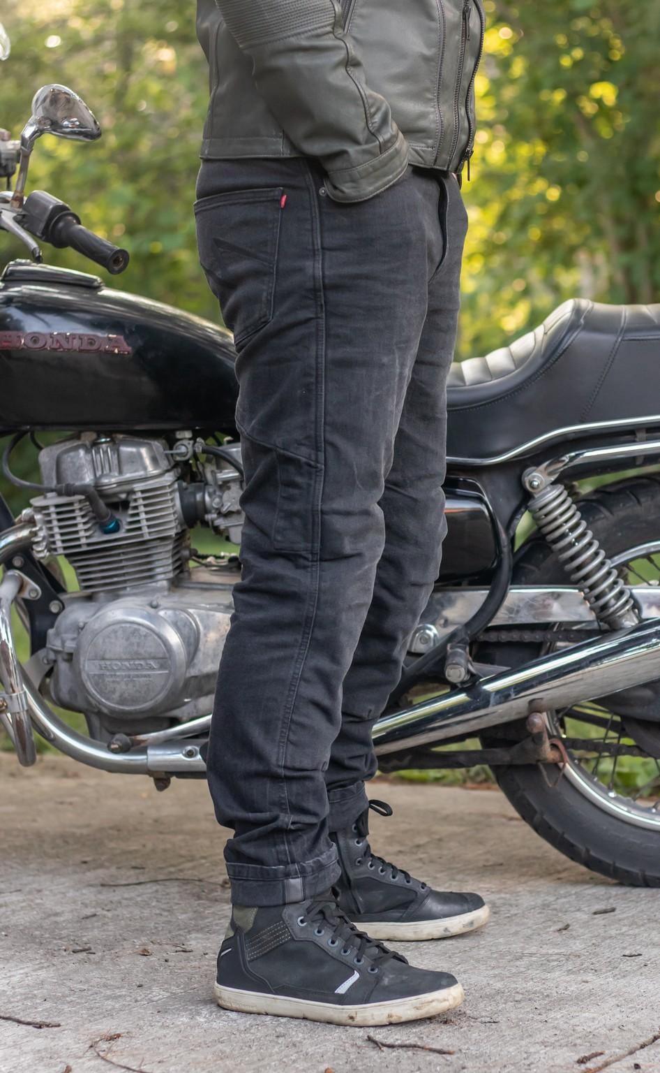 Side view of Boss Dyn jeans