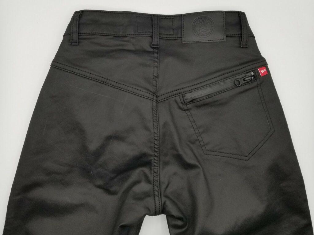 Rear view of Kusari Kev 02 jeans